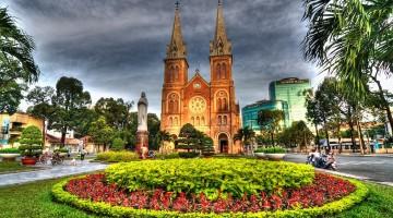 Địa điểm chụp hình cưới đẹp: Nhà thờ Đức Bà và Bưu điện TPHCM