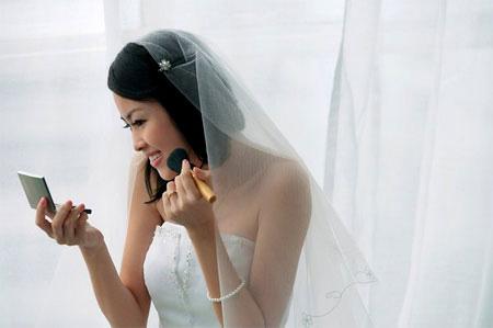 Kinh nghiệm tự trang điểm cô dâu đơn giản, đẹp tự nhiên